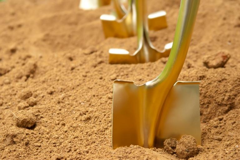 gold shovels 1