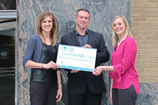 Heartland Communications Manager Ann Hyland presents an energy efficiency grant to Sioux Falls Light & Power Superintendent Jerry Jongeling and Sustainability Coordinator Jessica Lantgen.